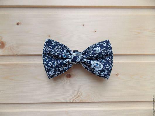Галстуки, бабочки ручной работы. Ярмарка Мастеров - ручная работа. Купить Галстук бабочка в цветочек / темно-синяя бабочка галстук с цветами. Handmade.