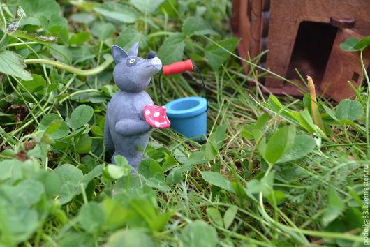 """Игрушки животные, ручной работы. Ярмарка Мастеров - ручная работа. Купить Деревянные игрушки -магниты """"Волк """"из серии """" Маша, мишка и компания"""". Handmade."""