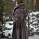 Шуба из меха скандинавской норки. Приталенная,юбка клёш. Большой шалевый воротник поперечной кладки меха.Лиф и рукава диагональной кладки. Возможно изготовление атласного пояса с частичным меховым