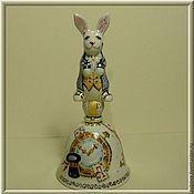 """Сувениры и подарки ручной работы. Ярмарка Мастеров - ручная работа """"Белый кролик"""". Авторский фарфоровый колокольчик. Handmade."""