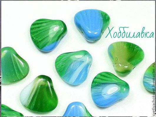 Милые, очаровательные бусины из чешского стекла нежного  зелено-голубого оттенка в форме ракушки.  Размер  15 х 15 мм
