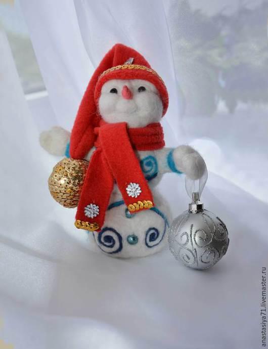 Игрушки животные, ручной работы. Ярмарка Мастеров - ручная работа. Купить Снеговичок сваляный из шерсти. Handmade. Белый, снеговичок, бусины