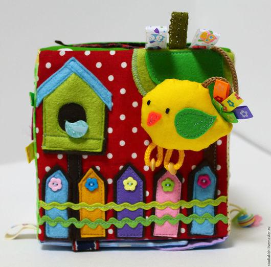 Развивающие игрушки для детей ручной работы.Развивающий кубик  `Птичка`. Купить развивающий кубик. Ярмарка мастеров.Hahdmade.  Развитие тактильных ощущений,мелкой моторики ,цветовосприятия ,звуков.