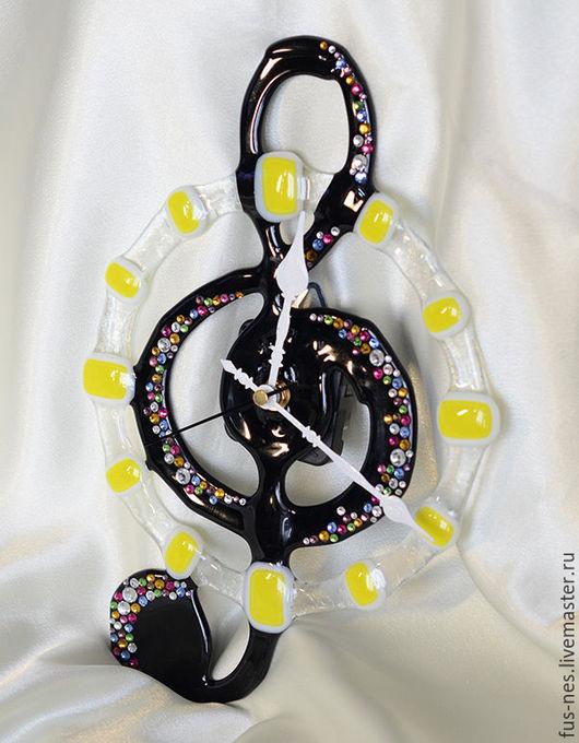 """Часы для дома ручной работы. Ярмарка Мастеров - ручная работа. Купить Часы """"Скрипичный ключ"""". Фьюзинг и стразы.. Handmade. Черный"""