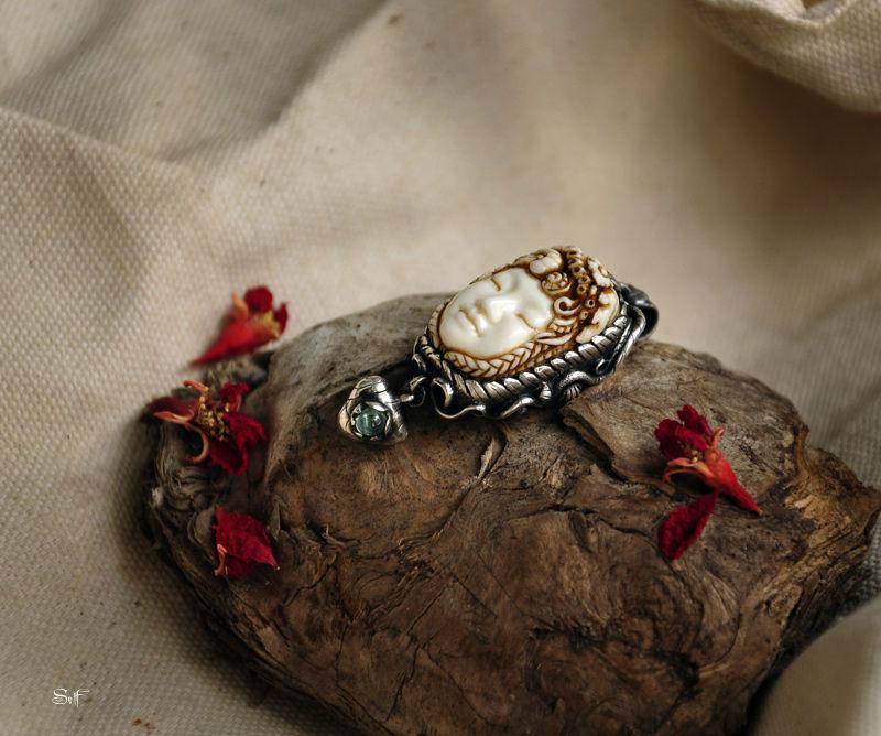 Lady autumn. Bone carving, Pendants, Karnal,  Фото №1