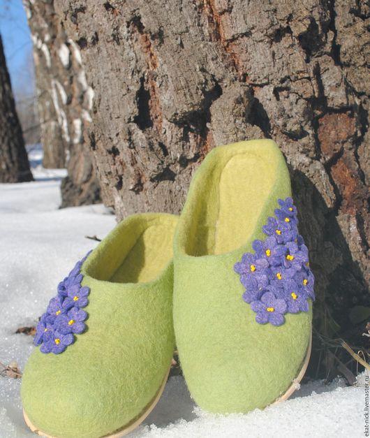 Обувь ручной работы. Ярмарка Мастеров - ручная работа. Купить Валяные тапочки р.40-41 Фиалки 2. Handmade.