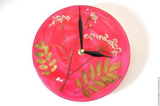 Сделайте выбор и мы можем вместе с вами составить эти чудесные часы. Гербарий не может повториться – вы будете обладателем уникальных и неповторимых часов! Авторские часы в подарок, подарок