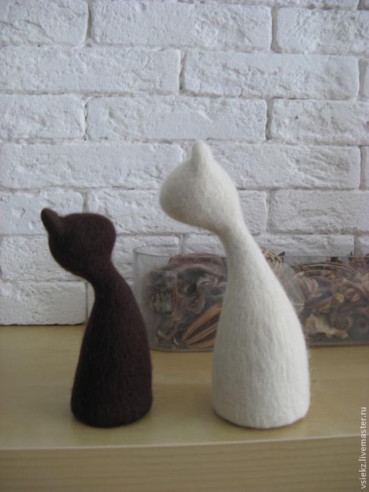 """Статуэтки ручной работы. Ярмарка Мастеров - ручная работа. Купить Войлочная скульптура """"Кошки"""". Handmade. Чёрно-белый, валяная игрушка"""