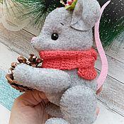 Игрушки ручной работы. Ярмарка Мастеров - ручная работа Игрушки: Новогодняя Мышка  с шишкой из фетра. Символ 2020 года. Handmade.