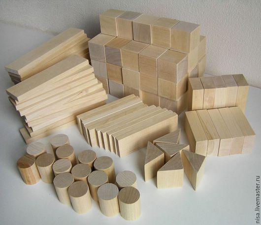 Деревянные кубики тёплые и тяжеленькие и- в них приятно и удобно играть.