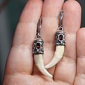 Серьги с лисьими клыками (серебро, гранаты)