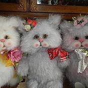 Куклы и игрушки ручной работы. Ярмарка Мастеров - ручная работа Вязаные коты. Handmade.