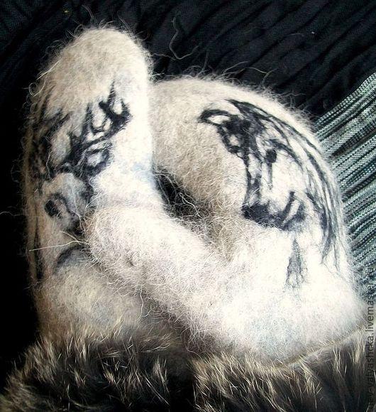 Варежки валяные из собачьей шерсти . Использовалась шерсть хаски. Варежки мягкие, теплые и совсем не колючие. Могу изготовить варежки из шерсти Вашей собаки. Подходит только чесанная шерсть ( не стриж