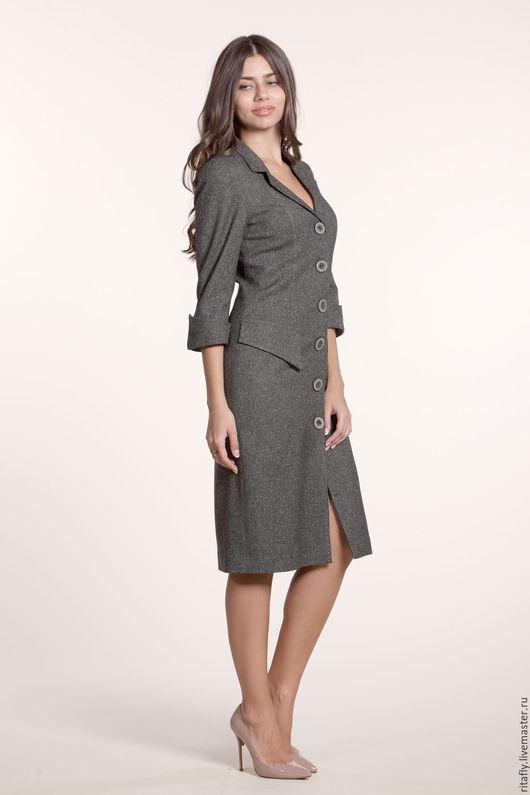платье пальто на пуговицах. Платье в офис из костюмной шерсти, на подкладке. Платье прямое с ложными карманами.