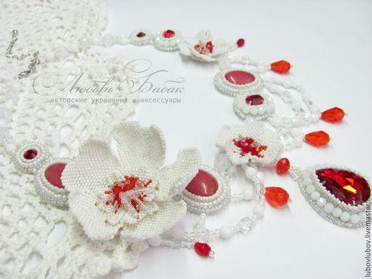 Колье `Ханами`. Белое с красным с цветами из бисера, свадебное бохо, красные камни кристаллы.
