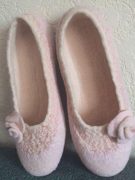 Обувь ручной работы. Ярмарка Мастеров - ручная работа. Купить Тапочки валяные РОЗАЛИ. Handmade. Шерсть меринос, женские тапочки