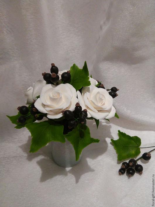 Интерьерные композиции ручной работы. Ярмарка Мастеров - ручная работа. Купить Интерьерная композиция Белые розы с черной смородиной. Handmade.
