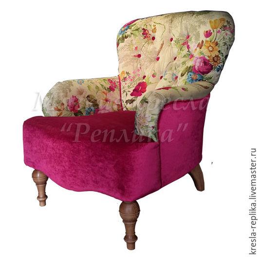 Кресло с высокой спинкой с цветочным рисунком