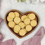 Тарелки ручной работы. Ярмарка Мастеров - ручная работа Тарелка в форме сердца из дуба. Handmade.