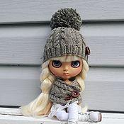 Куклы и игрушки ручной работы. Ярмарка Мастеров - ручная работа Аутфит Шапка+шарф для куколки Блайз. Handmade.