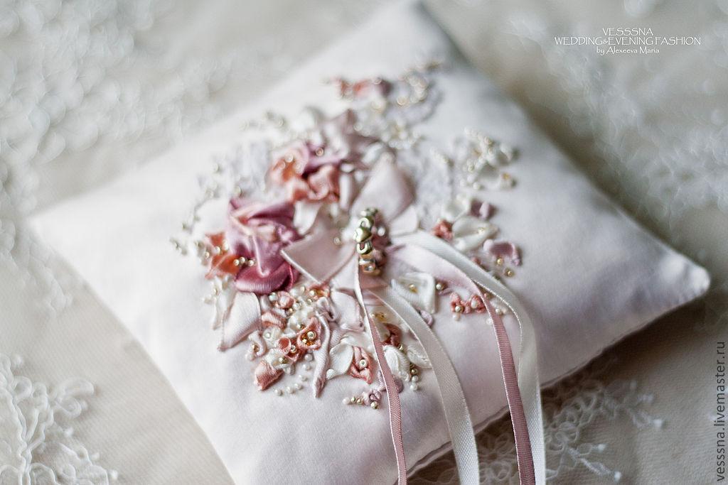 Вышивка для подушки для колец