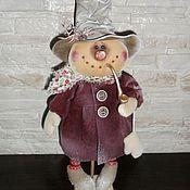 Куклы и игрушки ручной работы. Ярмарка Мастеров - ручная работа Кукла. Снеговик с трубкой (в бордовом). Handmade.