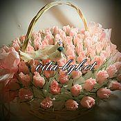 Цветы и флористика ручной работы. Ярмарка Мастеров - ручная работа 99 бутонов роз из конфет в корзине, корзина роз из конфет на свадьбу. Handmade.