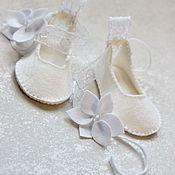 Работы для детей, ручной работы. Ярмарка Мастеров - ручная работа Белоснежные пинетки-туфельки с кружевом. Handmade.