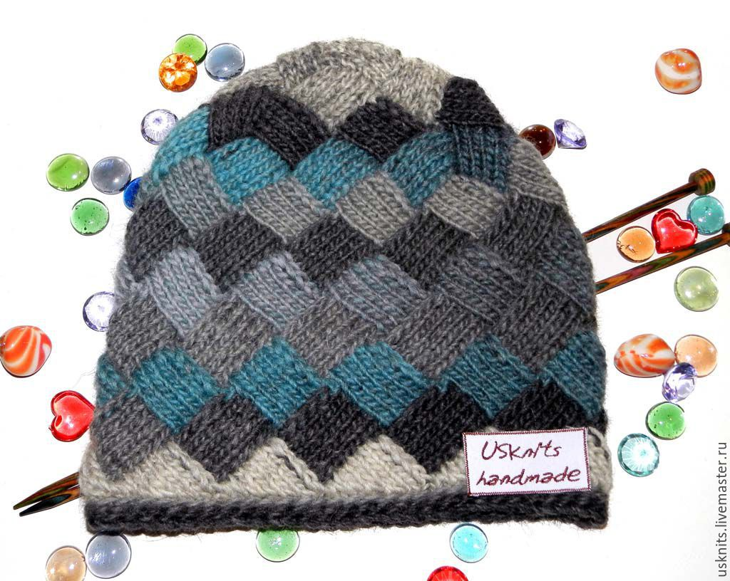 Knitted hat `Squares` are made of yarn dyeing sectioned and 100% wool. The hood is warm, not scratchy, after washing is not deformed.