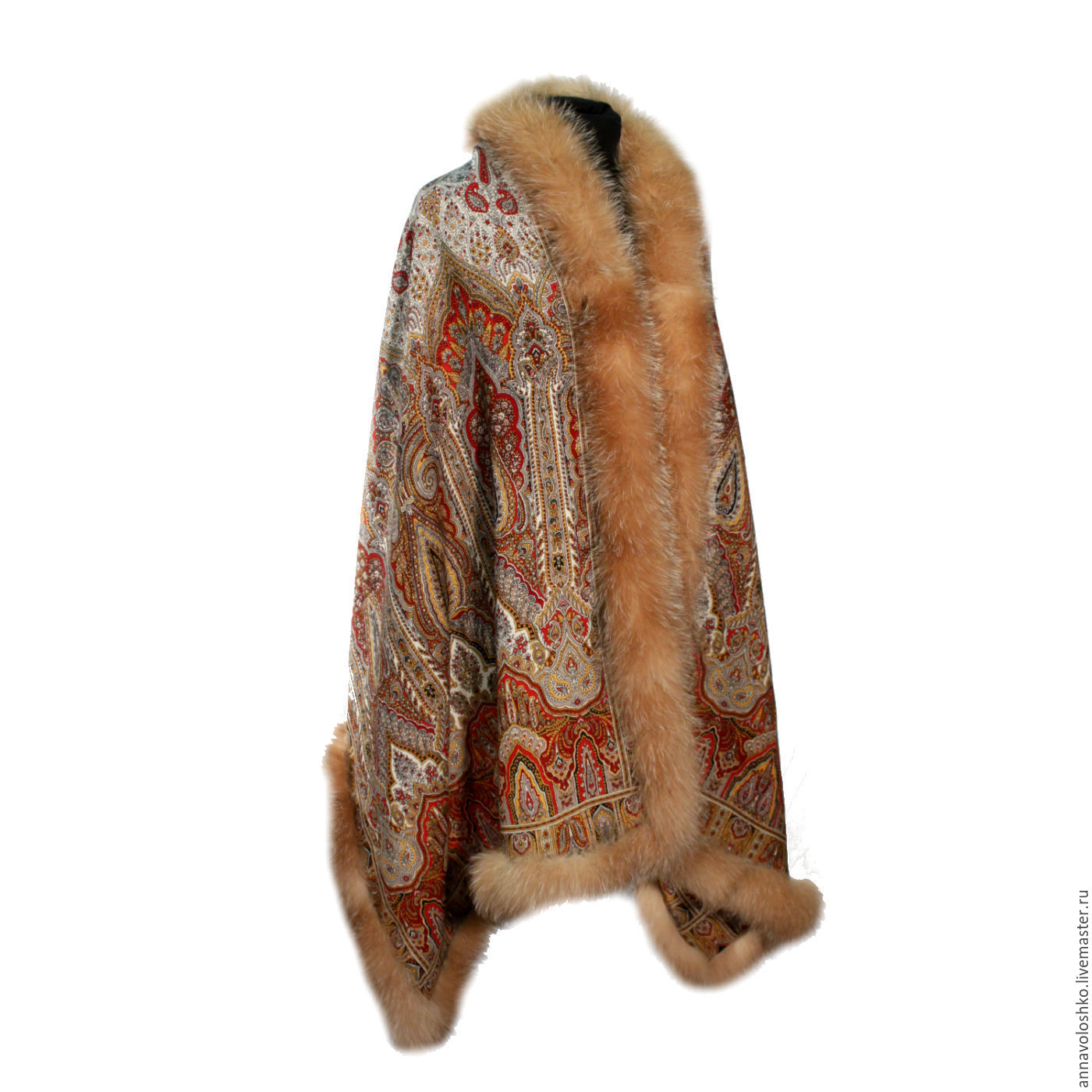 Beautiful stole with fur. Size 200h70. Bilateral.