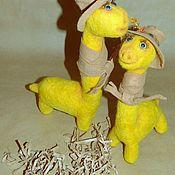 Войлочная игрушка ручной работы. Ярмарка Мастеров - ручная работа Динозавр в шляпе и с шарфом. Handmade.