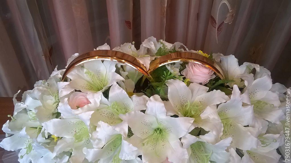 8dd634928931ecf Свадебные аксессуары ручной работы. Кольца на машину. Белые лилии и розовые  розы.