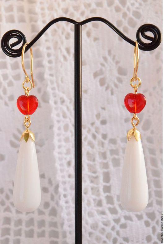 Белые серьги. Белые красные серьги. Нарядные серьги. Серьги-капли. Длинные. Автор Tanja Martin