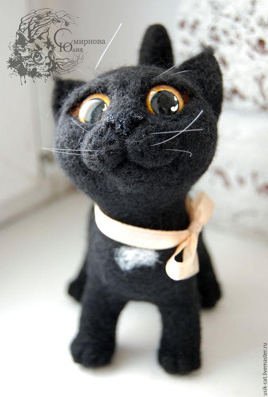 Игрушки животные, ручной работы. Ярмарка Мастеров - ручная работа. Купить Игрушка из шерсти кошка черная Ксюша-попрошайка. Handmade.