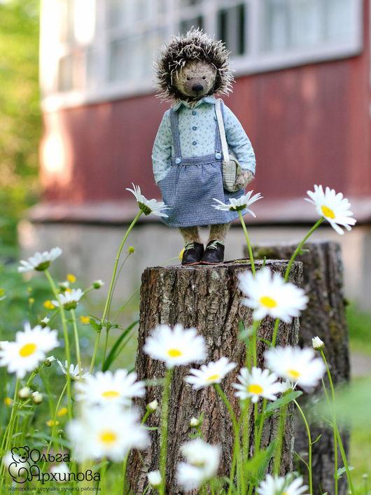 Игрушка ёжик - девочка в одежде, обуви и с сумочкой, друг мишек Тедди (выполнена по всем правилам мишек Тедди).