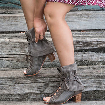 Обувь ручной работы. Ярмарка Мастеров - ручная работа Женские летние сапоги из натуральной перфорированной кожи. Handmade.