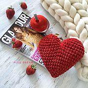 Мини фигурки и статуэтки ручной работы. Ярмарка Мастеров - ручная работа Сердце из плюшевой пряжи, вязаное сердечко, красное сердце. Handmade.