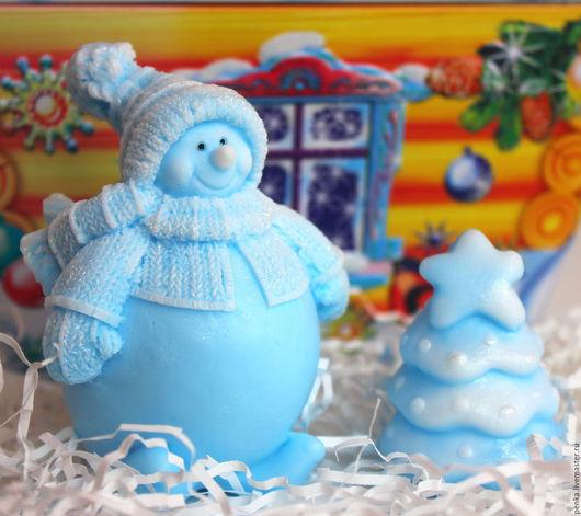 Персональные подарки ручной работы. Ярмарка Мастеров - ручная работа. Купить Мыло Снеговик в подарочном пакетике с белыми снежинками. Handmade.