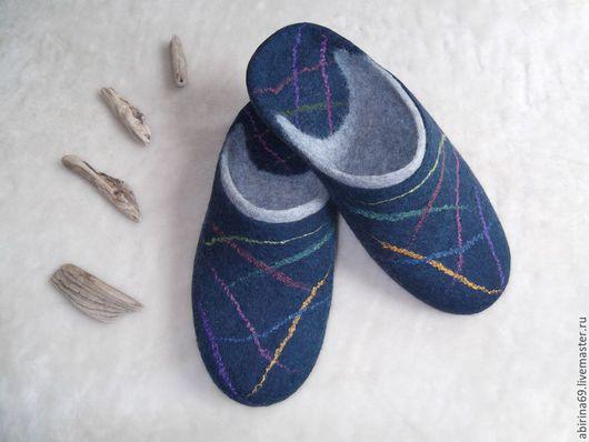 """Обувь ручной работы. Ярмарка Мастеров - ручная работа. Купить Тапочки валяные мужские """"Салют"""". Handmade. Тапочки валяные"""