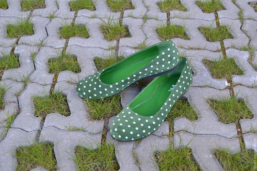 Обувь ручной работы. Ярмарка Мастеров - ручная работа. Купить Балетки зеленые  в белый горох. Handmade. Зеленый, балетки