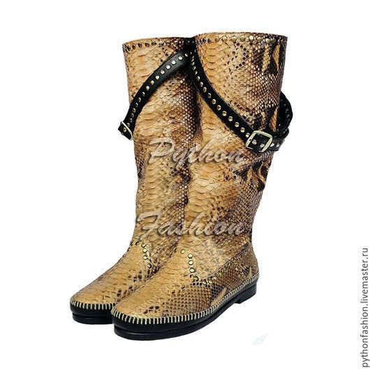 Сапоги из кожи питона. Демисезонные сапоги из кожи питона. Женская обувь ручной работы из питона. Женские сапоги на заказ. Стильные сапожки из кожи питона на весну. Сапоги из питона ручной работы.