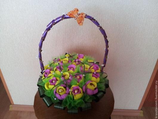 Персональные подарки ручной работы. Ярмарка Мастеров - ручная работа. Купить Корзина с первоцветами. Handmade. Разноцветный, сладкий подарок