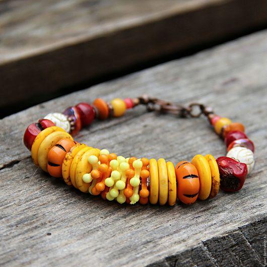 Браслеты ручной работы. Ярмарка Мастеров - ручная работа. Купить Яркий браслет TATURI из натуральных камней и коралла. Handmade. Желтый