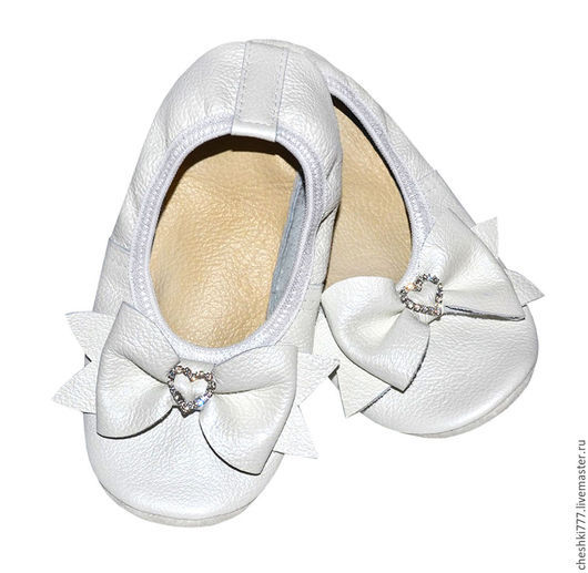Детская обувь ручной работы. Ярмарка Мастеров - ручная работа. Купить Чешки кожаные. Handmade. Белый, чешки нарядные, танцы