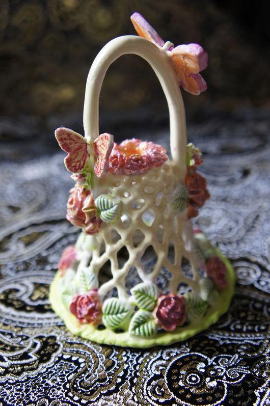 Фарфоровый колокольчик, созданный в уникальной авторской технике `вязаного фарфора`. Автор - Ирина Шавер.