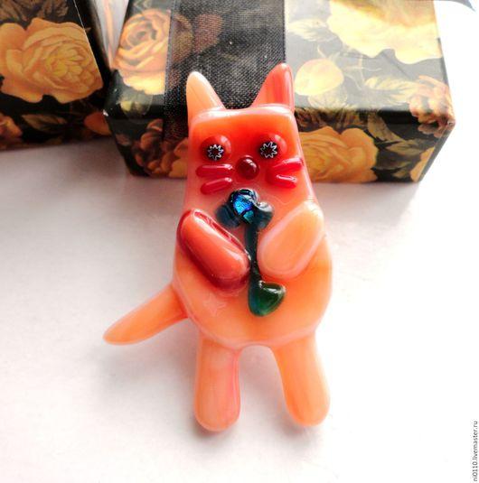 """Броши ручной работы. Ярмарка Мастеров - ручная работа. Купить Брошь """"Влюбленный котик"""". Handmade. Фьюзинг, фьюзинг украшения"""