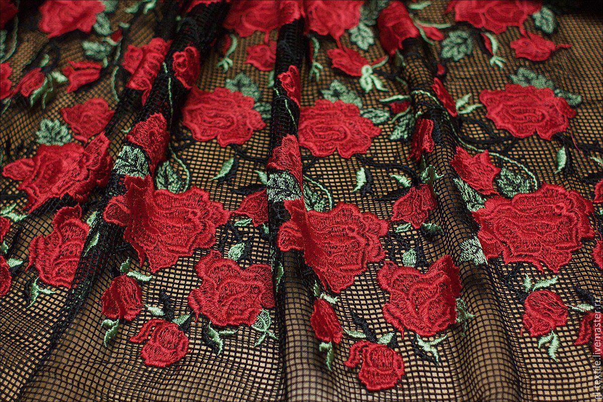 Вышивка розы на сетке 88