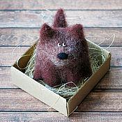 Куклы и игрушки ручной работы. Ярмарка Мастеров - ручная работа Собака-За-бочок-кусака - авторская войлочная игрушка. Handmade.
