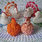 Подарки к праздникам ручной работы. Ярмарка Мастеров - ручная работа Курочки вязаные пасхальные. Handmade.