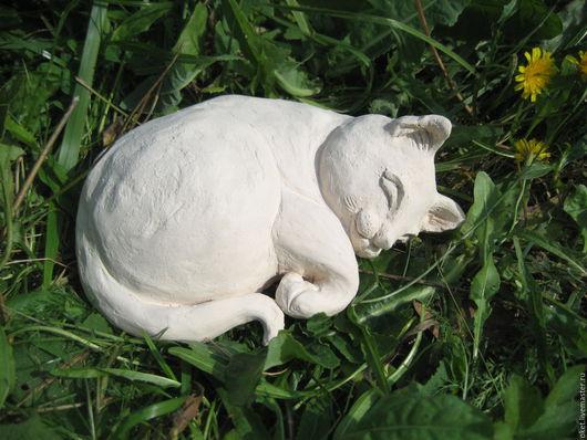 """Статуэтки ручной работы. Ярмарка Мастеров - ручная работа. Купить Статуэтка """"Спящая кошка"""" керамическая. Handmade. Белый, глина"""